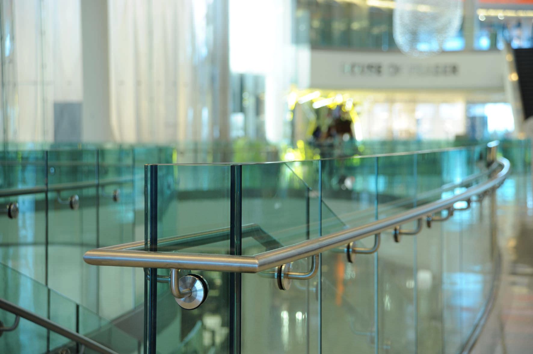 Barandas vidriadas de seguridad vidrios especiales for Barandas de seguridad